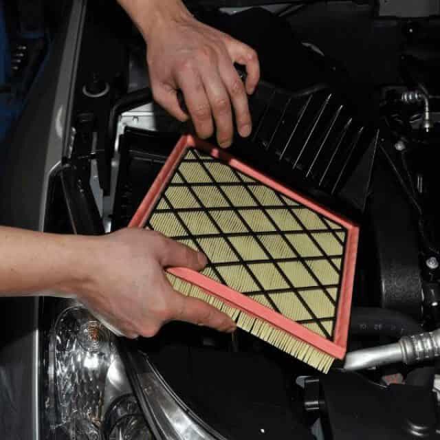 Замена фильтров в автомобиле на Троещине